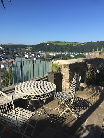 Luxury family cottage with views, balcony, garden - Dartmouth - Casa