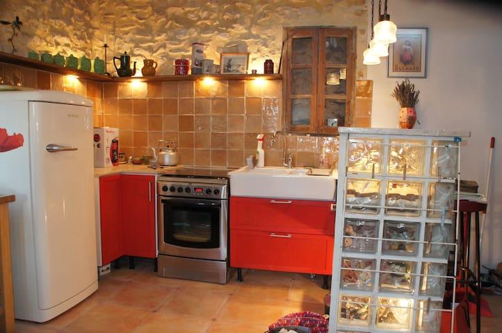Appartement dans maison de village - Simiane-la-Rotonde