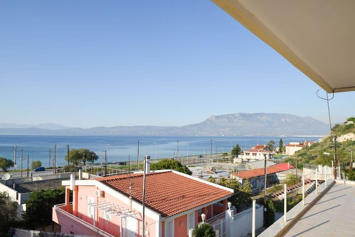 Παραθαλάσσια μεζονέτα στην Κόρινθο! - Corinth - Hus