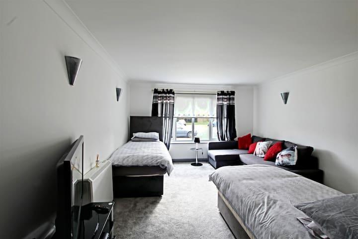 Rentunique Luxury Studio Apartment The willowfield - Crawley - Leilighet