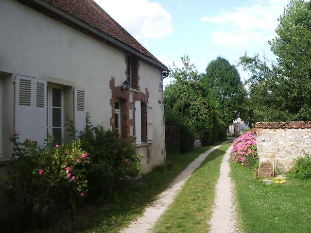 Jolie petite maison en Champagne - Oyes - Huis