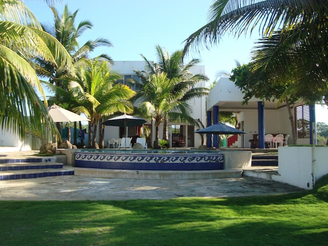 Playa Miramar Beachfront! Playa Privada! - Acajutla