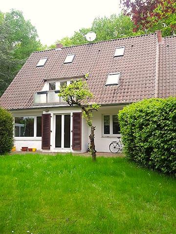 Naturnah wohnen - schönes helles Zimmer mit Balkon - Rotenburg (Wümme)