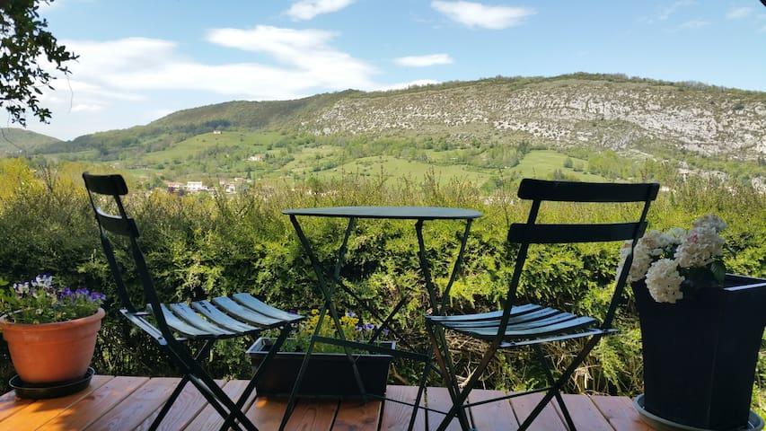 Calme et entouré de montagnes - Foix - Дом