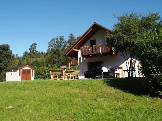 Great comfortable home + spacious garden - Kirchheim - Casa