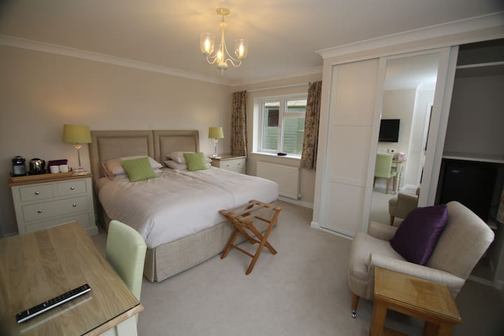 Bedroom Annex with own entrance - Arborfield