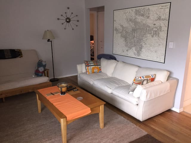 Spacious Room with Hardwoods - Beaverton - Departamento