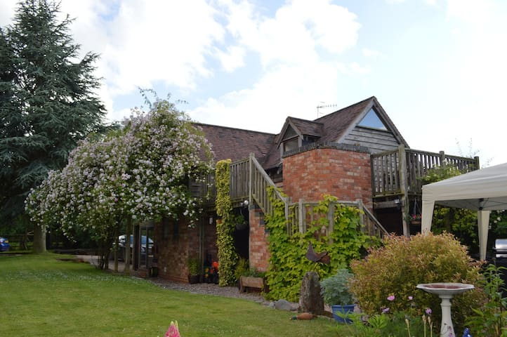 Private cosy studio with uninterrupted rural views - Ham Green - Chambres d'hôtes