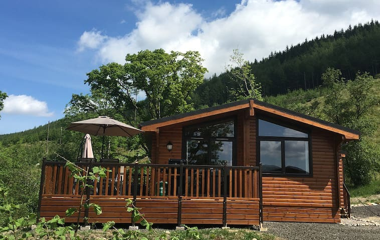 Balquhidder Mhor Log Cabin with Hot Tub and Patio - Stirling