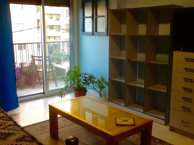 Comfy sofa bed in heart of Badaro - Beirut  - Appartement