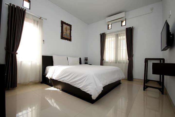 Private Room #3 in North Seminyak - up to 50% off! - South Kuta - Departamento