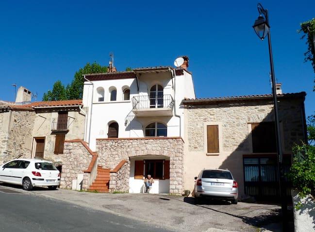 Delightful Village Apartment - Campôme - Lägenhet
