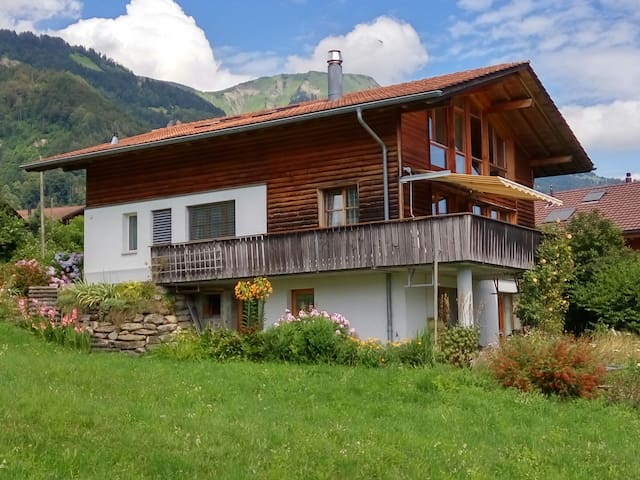 Spacious Chalet with a View - Schwanden bei Brienz - Hus
