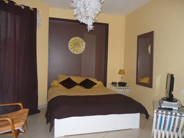 Chambre privée dans grande maison - Saint-Jean-de-Rives