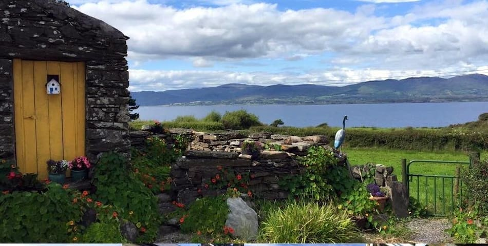 Double room in 300yr old Farmhouse - Bantry