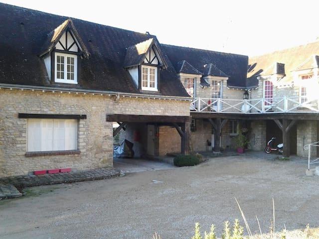 Belle chambre cadre agréable - Fontaine-la-Rivière - Ev