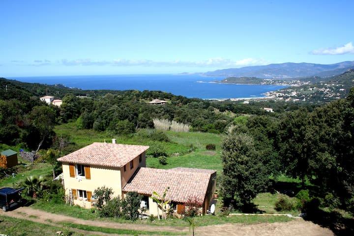 Villa vue mer 20 minutes d'Ajaccio - Calcatoggio - Hus