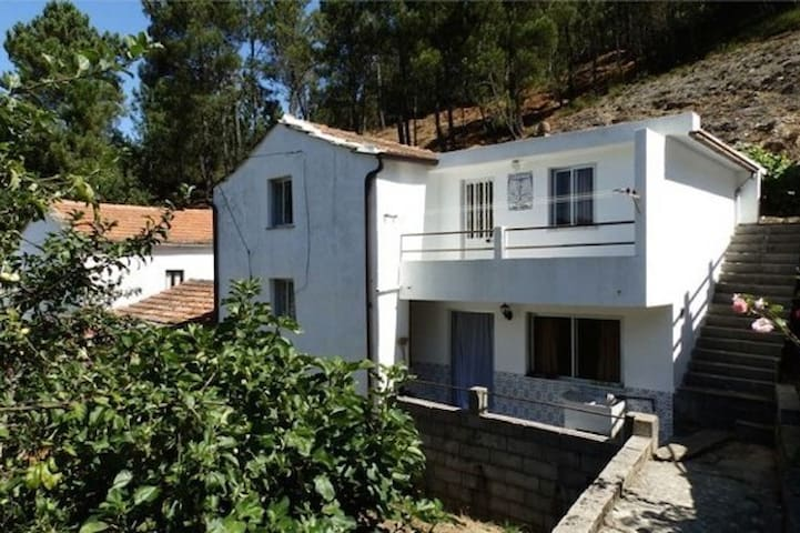 Nice house in the beautiful mountains - Pessegueiro - Villa