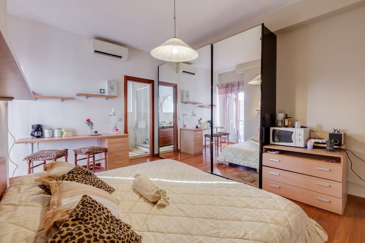 Small attic with a separate entrance.A small nest. - Rome - Bed & Breakfast