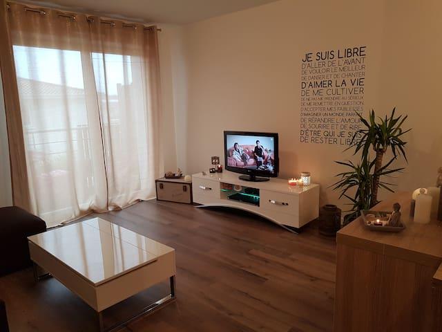 Charmant T2 proches des commerces et commodités - Guignes - Apartamento