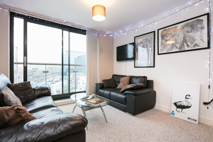 Arty + Cool City Centre Home, sleeps up to 4 - Salford - Apartamento