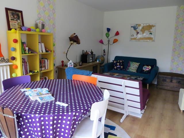Appartement coloré proche parcs 2/4 PERS - parking - La Rochelle - Apartemen