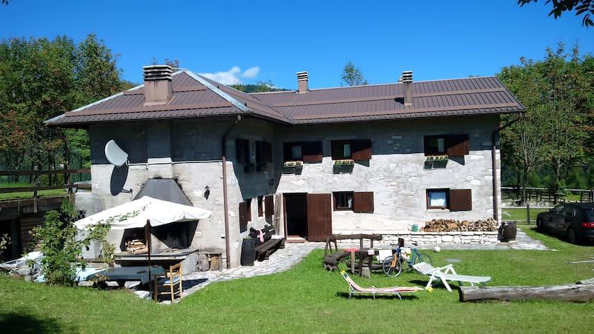 Maso Pino con 4 stanze e 12 posti letto - Celado, Castello Tesino