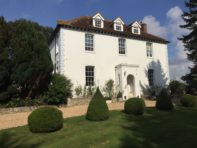 Superking or twin room in Georgian country house - Tangmere - Huis