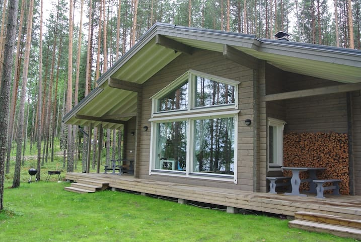 Beautiful lakeside cabin in the pine forest - Savonlinna - Casa