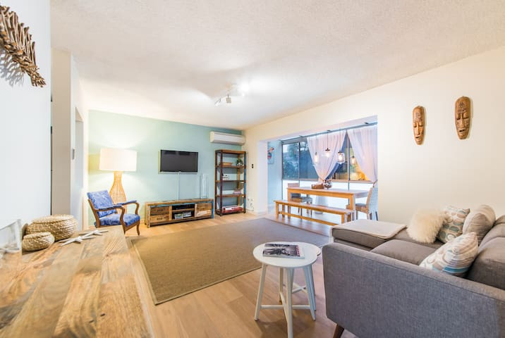 Stylish 2 bed unit in sought after location! - Sandgate - Lägenhet