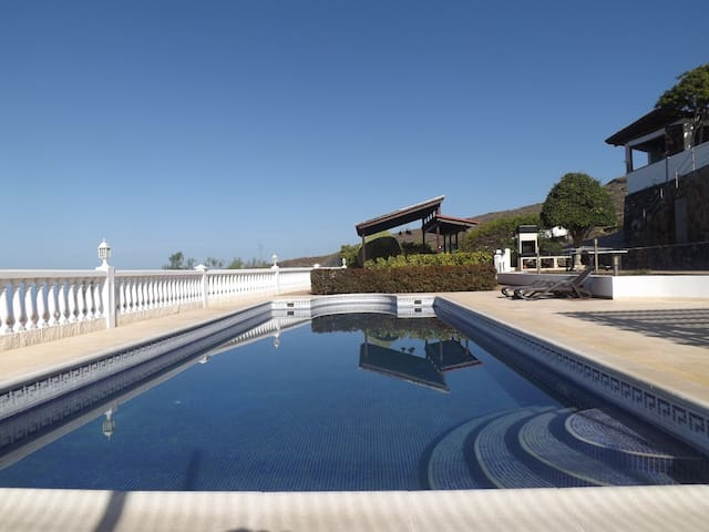 Breathtaking Villa with Oceanview Pool & Jacuzzi - Adeje - Villa