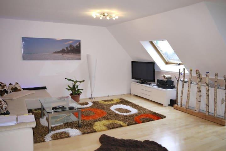 Luxus-Studio 2,5 ZW: WZ,Küche,Bad,Vorraum,Schlafen - Neubiberg