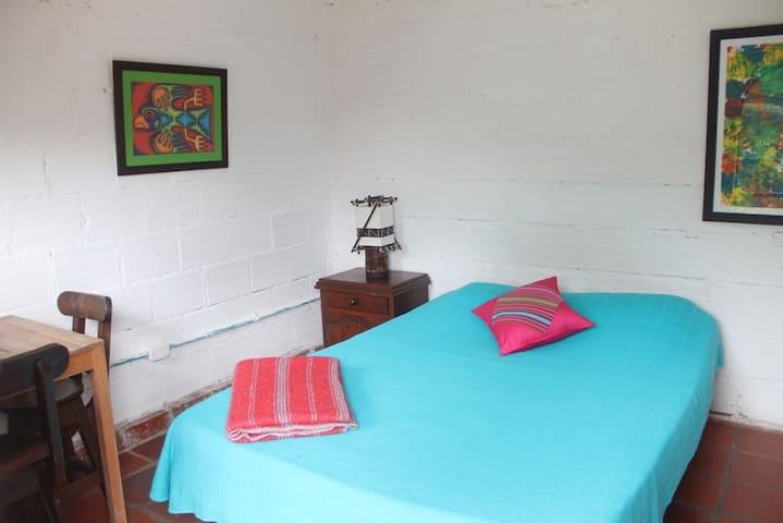 Hospedaje, Hostel, reserva natural - Pance - Bed & Breakfast