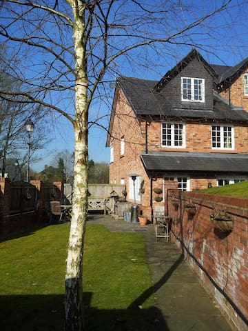Cosy Cheshire House Share, 3 large double BedRooms - Knutsford