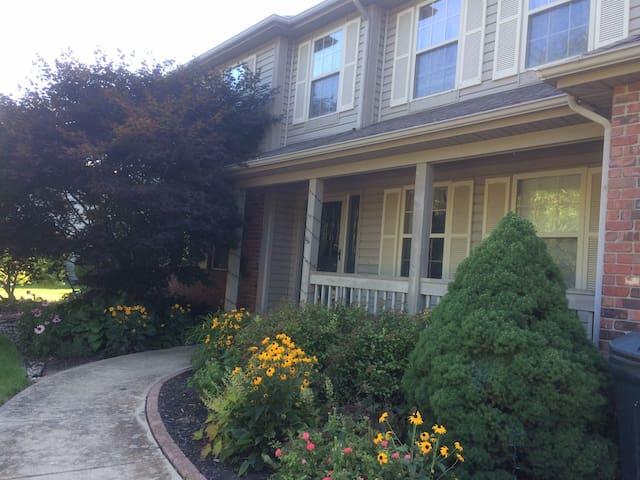 Beautiful house, near Purdue, on bus-route - West Lafayette - Rumah