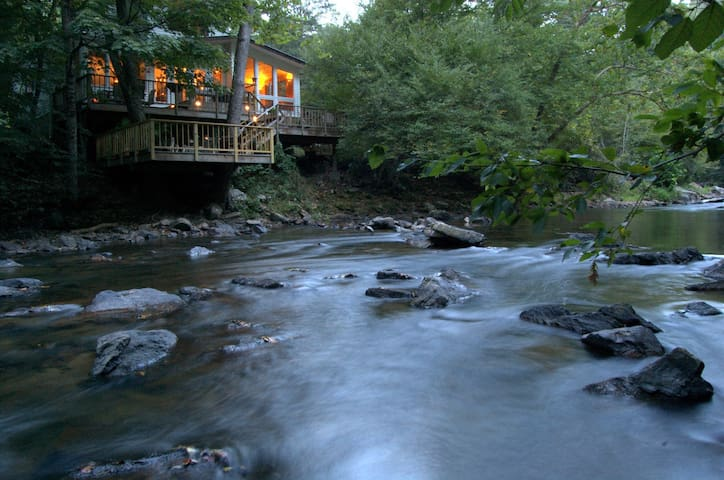Riverfront Retreat Provides Solace near Asheville - Mars Hill - Hus