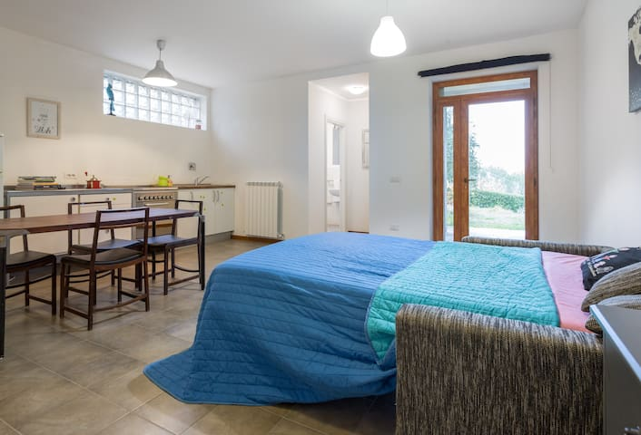 Monolocale indipendente in collina - Colombella - Apartamento