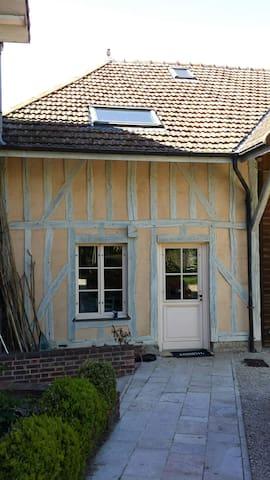 Studio indépendant avec entrée privée et jardin. - La Chapelle-Saint-Luc - Hus