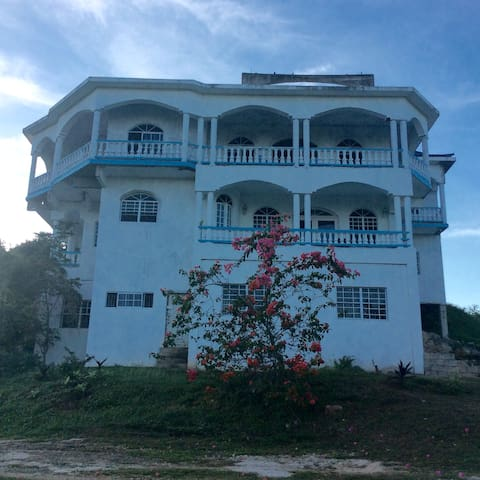 Top Hill Guest House and Retreat - Negril - Haus