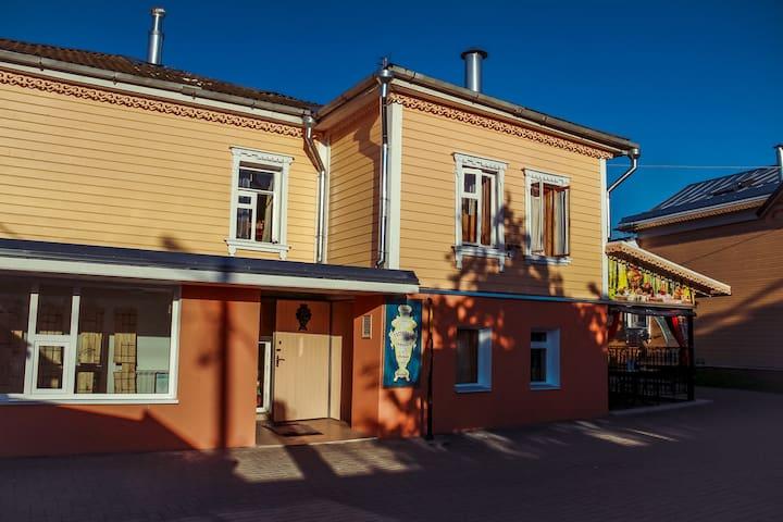Уютный семейный двухкомнатный номер - Kolomna - Hus