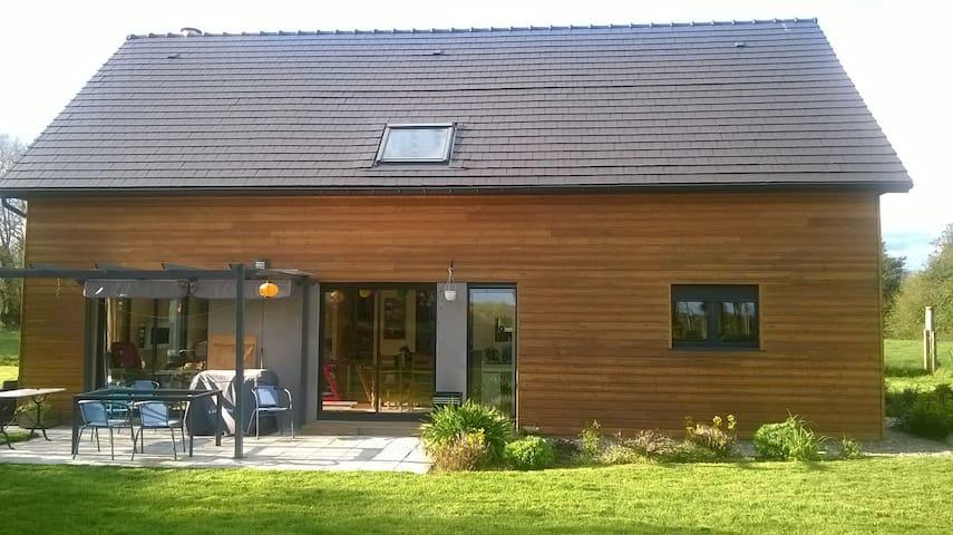 Maison contemporaine à la campagne - BULLY - Casa