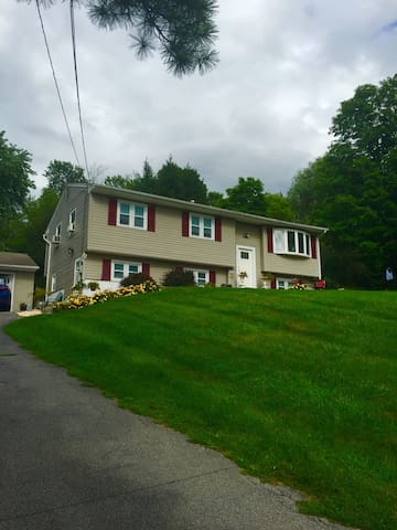 Ground floor guest suite in Hudson Valley - Wappingers Falls