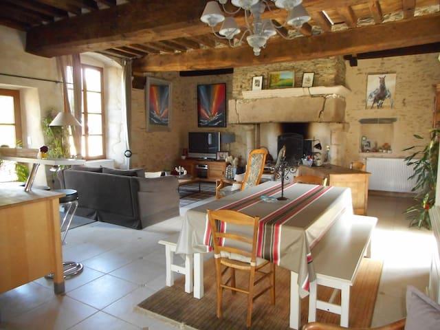 Belle maison du XVème siècle entre Vitré et Rennes - Saint-Aubin-des-Landes - Huis