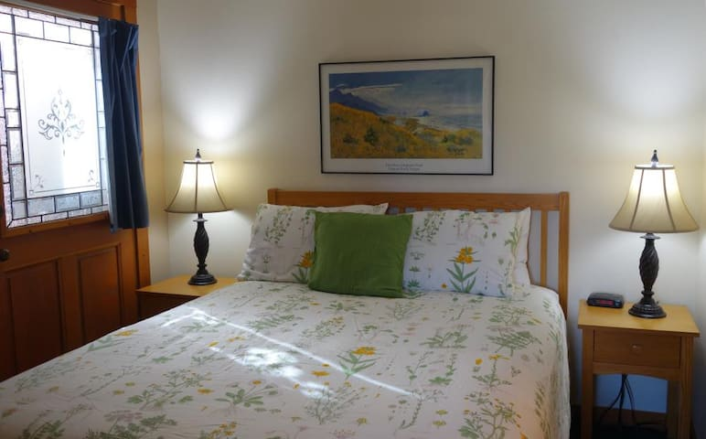 Garden Suite - Harrison Street Inn - Cannon Beach