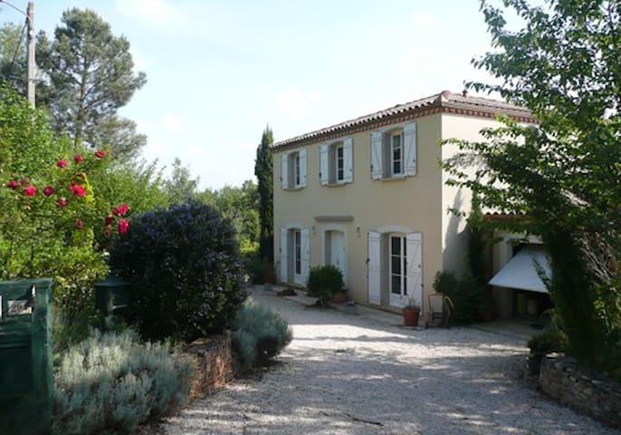 Piémont Pyrénéen, villa contemporaine avec piscine - Villeneuve-de-Rivière - Huis
