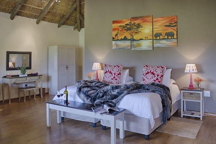Chrislin African Lodge Sunset Hut (King or Twin) - Addo - Bed & Breakfast