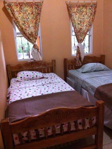 Domitorio Durazno en Casa-Finca Colonial - Jinotepe - Hus