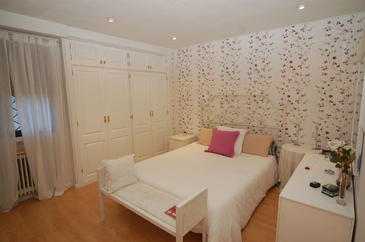 Very large and nice double room with key - Majadahonda - Bed & Breakfast