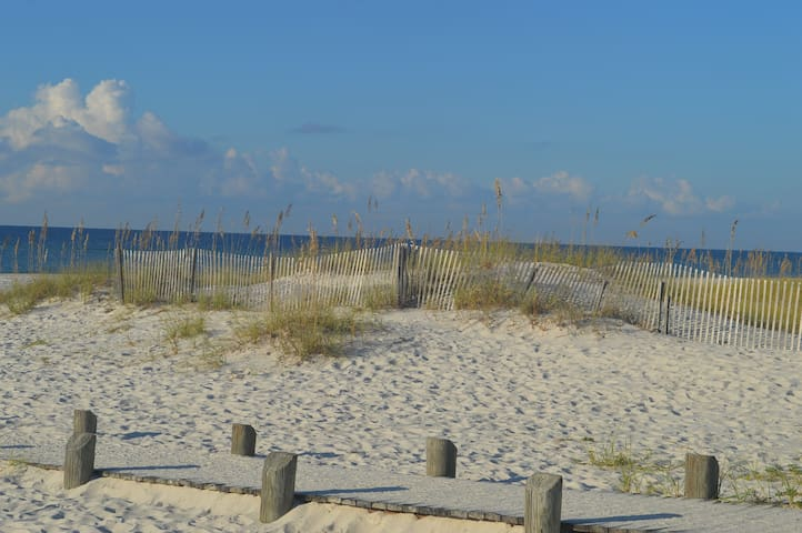 White Sandy Beaches Await Your Family- 2BR/2BA - Gulf Shores - Departamento