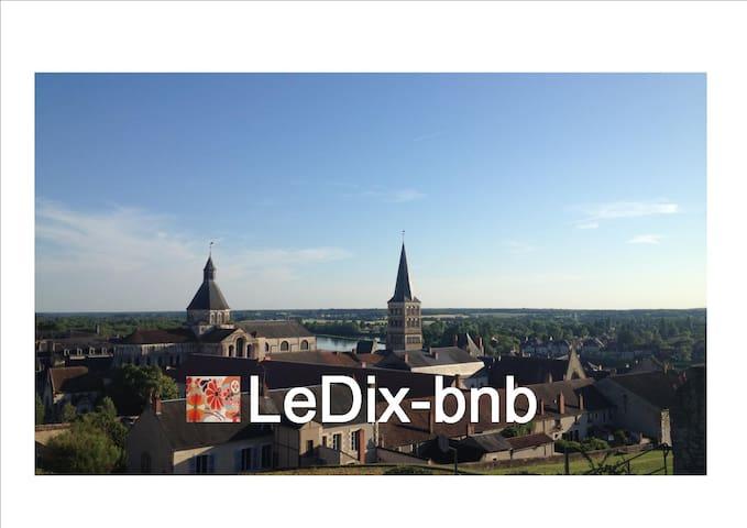 1 belle chambre / LeDix-bnb - La Charité-sur-Loire - Pousada